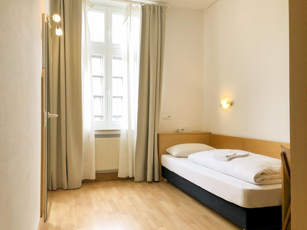 Full Size of Betten Düsseldorf Hotel Moon Deutschland Dsseldorf Bookingcom Kopfteile Für Günstige 180x200 Oschmann Jugend Rauch Kaufen Ebay 160x200 Günstig Test Bett Betten Düsseldorf