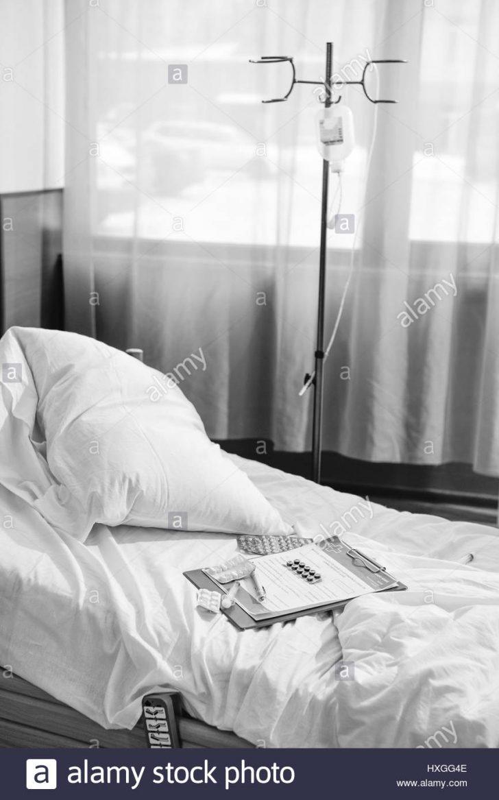 Medium Size of Bett Schwarz Weiß Wei Foto Von Leeren Im Krankenhaus Kammer Betten 120x200 Himmel 220 X 90x200 Chesterfield 160 Bette Badewanne 120 200 Prinzessin Landhaus Bett Bett Schwarz Weiß