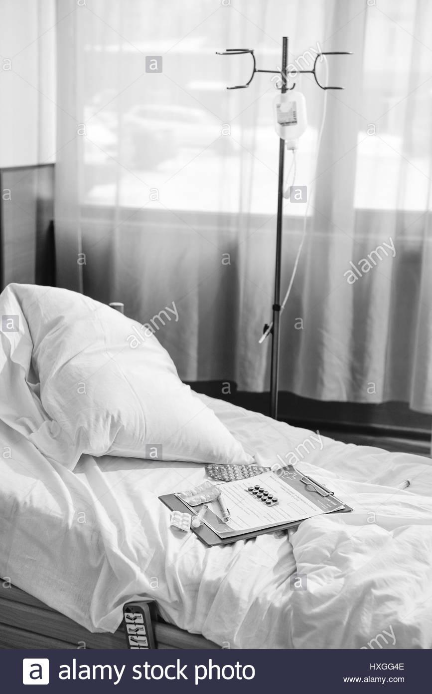 Full Size of Bett Schwarz Weiß Wei Foto Von Leeren Im Krankenhaus Kammer Betten 120x200 Himmel 220 X 90x200 Chesterfield 160 Bette Badewanne 120 200 Prinzessin Landhaus Bett Bett Schwarz Weiß