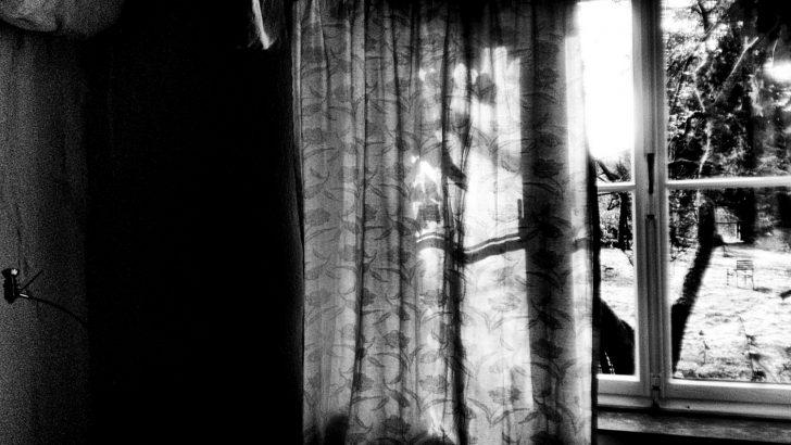 Medium Size of Fenster Welten Fensterwelten Foto Bild Monochrom Fliegengitter Maßanfertigung Mit Integriertem Rollladen Sonnenschutz Außen Trier Eingebauten Rolladen Fenster Fenster Welten