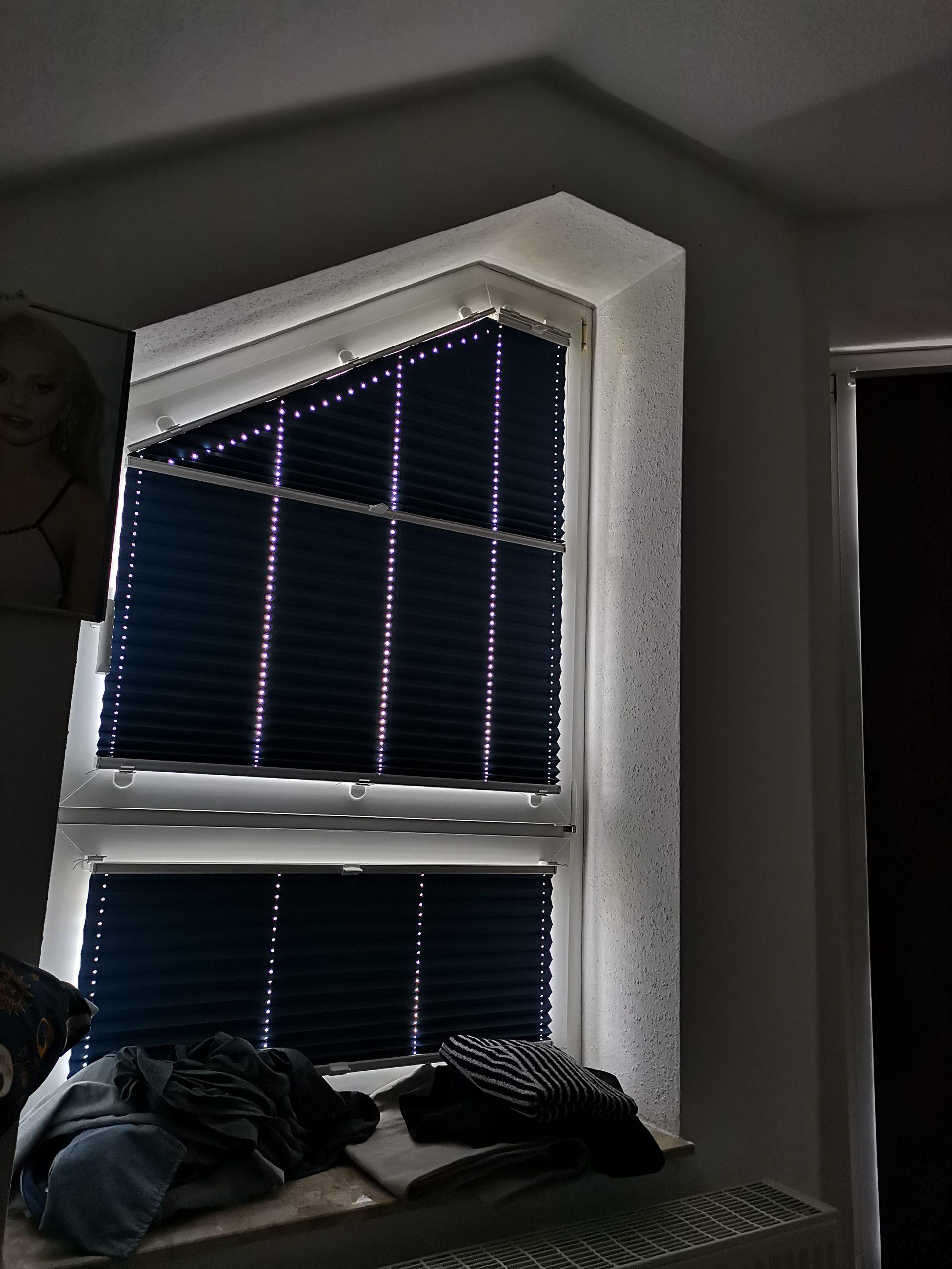 Full Size of Fenster Dunkel Bekommen Haus Austauschen 120x120 Rollo Rollos Plissee Dachschräge Klebefolie Für Einbruchschutz Nachrüsten Reinigen Winkhaus Velux Einbauen Fenster Schräge Fenster Abdunkeln