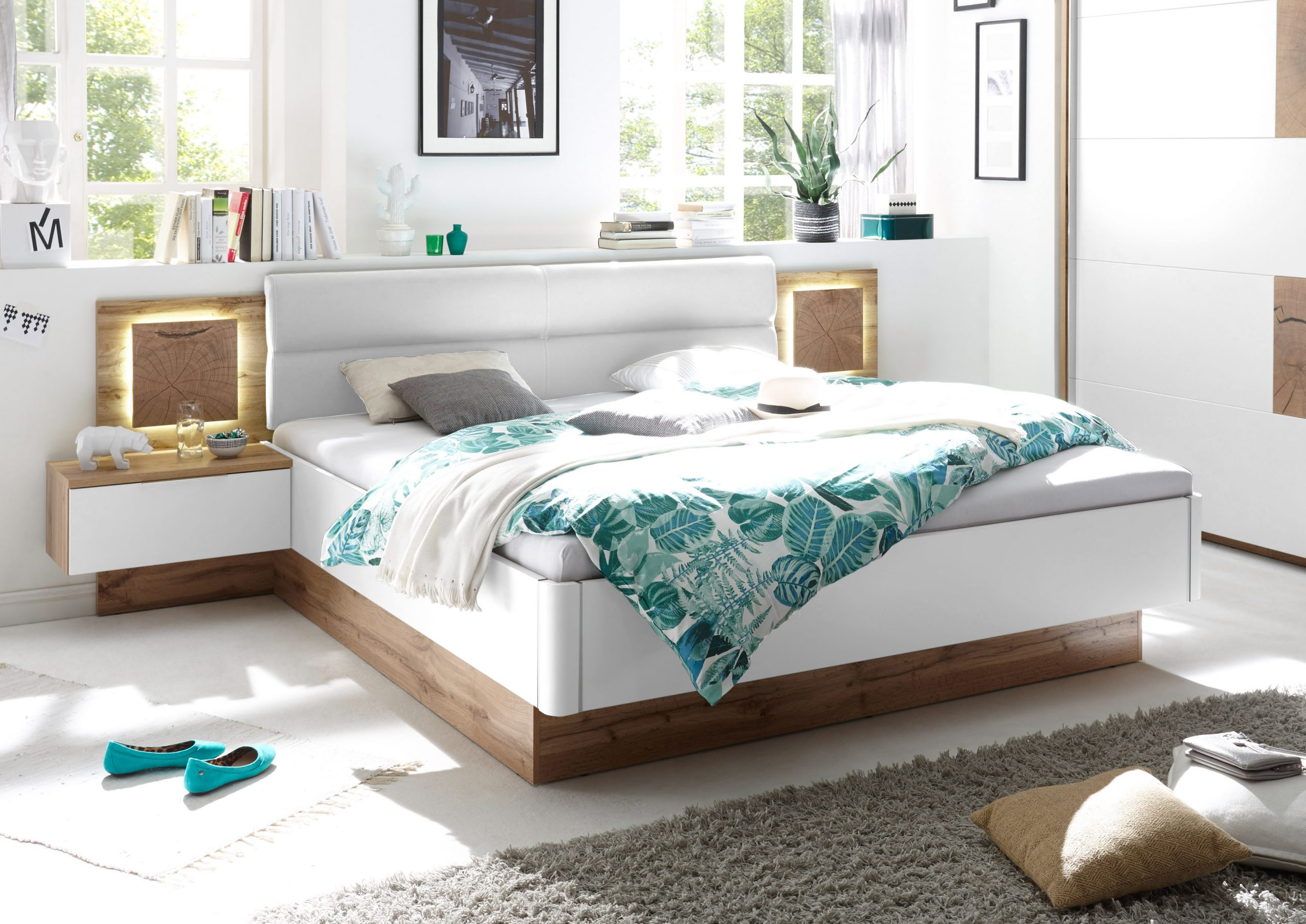 Full Size of Günstige Betten 180x200 Doppelbett Nachtkommoden Capri Bett Ehebett Schlafzimmer Für Teenager überlänge Eiche Massiv Rauch 140x200 Schwarz Paradies Bett Günstige Betten 180x200