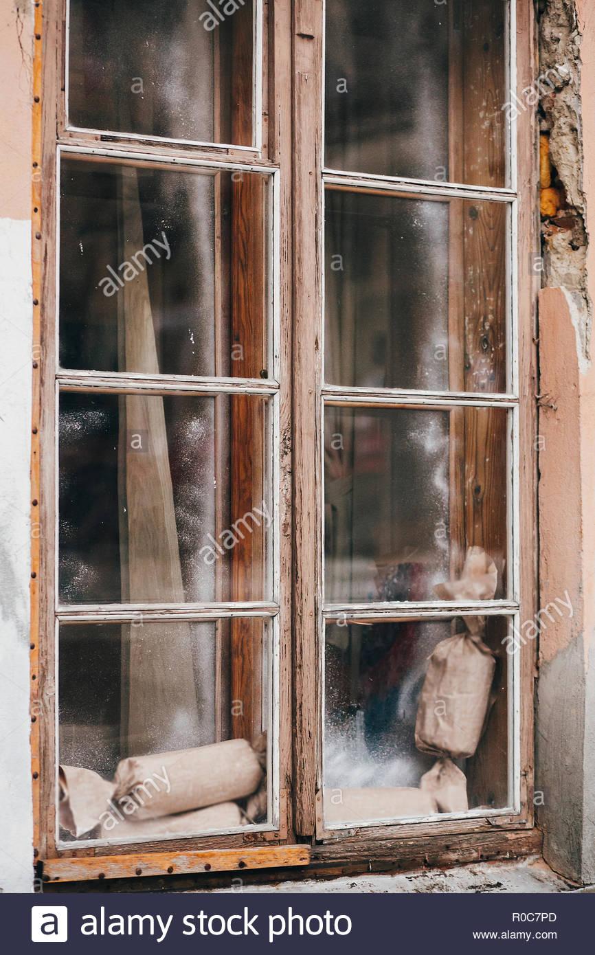 Full Size of Fenster Beleuchtung Rustikale Weihnachtsgeschenke Auf Alten Holz In Alu Schüco Preise Bett Mit Indirekte Bad Jalousie Innen Weru Marken Bauhaus Velux Einbauen Fenster Fenster Beleuchtung
