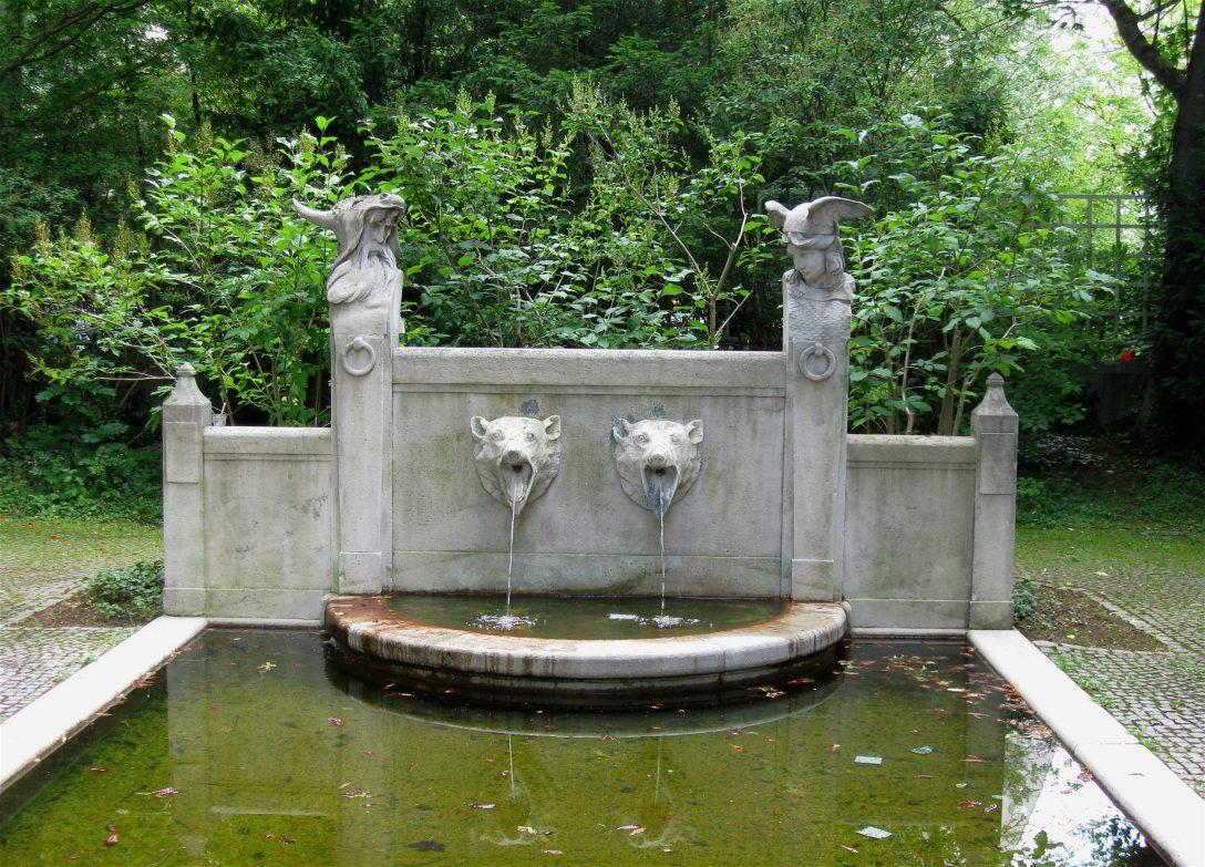 Large Size of Wasserbrunnen Garten Dateibrunnen Im Prinzregententheaters Muenchen 1jpg Holzhaus Holzhäuser Sauna Spielturm Loungemöbel Holz Paravent Aufbewahrungsbox Garten Wasserbrunnen Garten