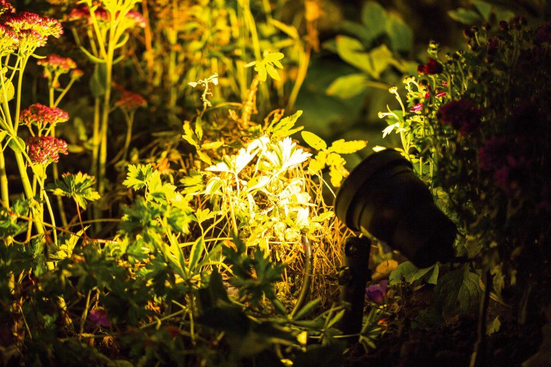 Large Size of Richtige Auenbeleuchtung Rund Ums Haus Ratgeber Obi Garten Loungemöbel Holz Relaxliege Kletterturm Pavillon Feuerstellen Im Ausziehtisch Trampolin Spielturm Garten Mastleuchten Garten