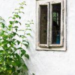 Landhaus Fenster Fenster Landhaus Fenster Schmutzigen Alten Und Wei Wand Rollos Innen Einbruchschutz Beleuchtung Mit Austauschen Velux Ersatzteile Sofa Polen Sichern Gegen Einbruch