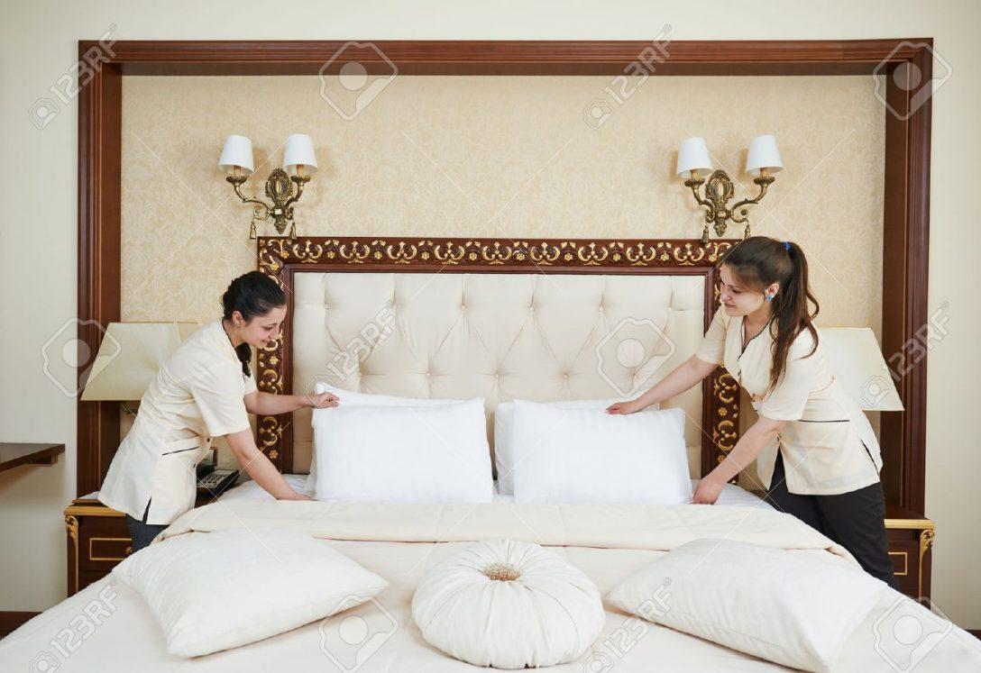 Large Size of Hotelservice Weibliche Reinigungsarbeiter Mdchen Amerikanisches Bett Mädchen Betten Einzelbett Wohnwert Jensen Halbhohes 140 X 200 Massivholz 180x200 Kaufen Bett Bett Mädchen