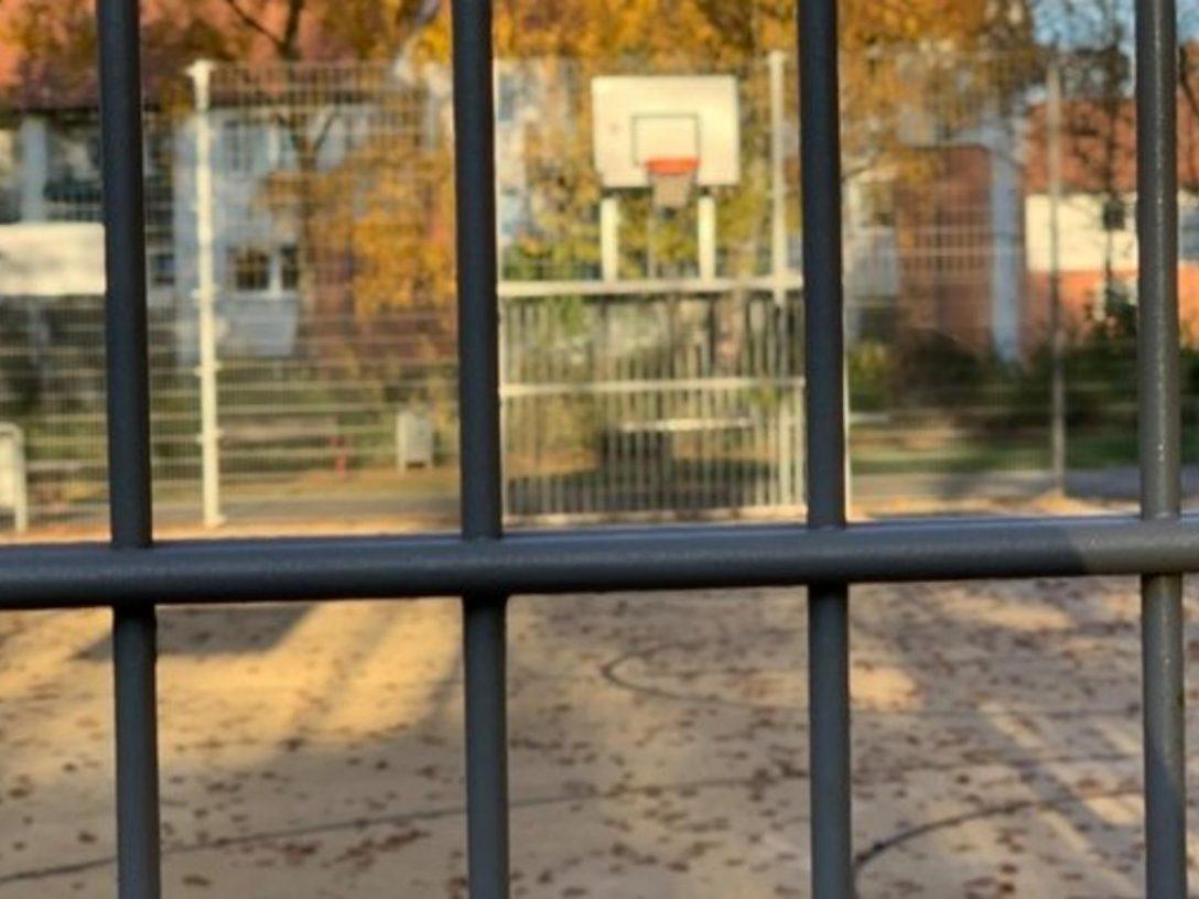 Large Size of Lärmschutzwand Garten Kosten 70000 Euro Fr Lrmschutz Sdstadtpark Kicken Hinter Der Wand Loungemöbel Holz Spielhaus Schallschutz Fenster Erneuern Bewässerung Garten Lärmschutzwand Garten Kosten