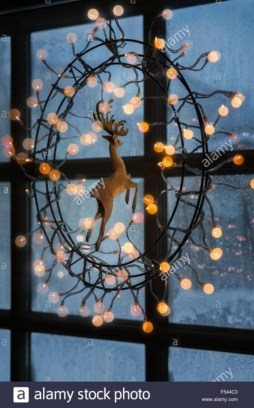Full Size of Led Weihnachtsbeleuchtung Fenster Silhouette Pyramide Kabellos Innen Befestigen Ohne Kabel Figuren Fensterbank Bunt Stern Mit Hngen Am Drinnen Schräge Fenster Weihnachtsbeleuchtung Fenster