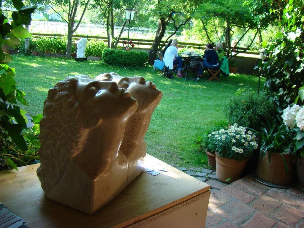 Full Size of Garten Skulpturen Gartenfiguren Sitzgruppe Sichtschutz Holz Schaukelstuhl Wohnen Und Abo Loungemöbel Zeitschrift Beistelltisch Bewässerung Klapptisch Garten Garten Skulpturen