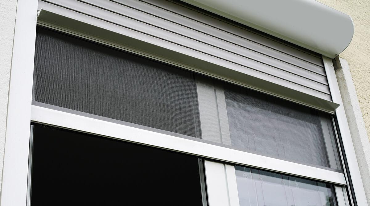 Full Size of Rollo Fenster Insektenschutz Frs Rojaflex Tauschen Einbruchsicher Nachrüsten Rc3 Sonnenschutzfolie Innen Folie Velux Sichern Gegen Einbruch Sonnenschutz Fenster Rollo Fenster