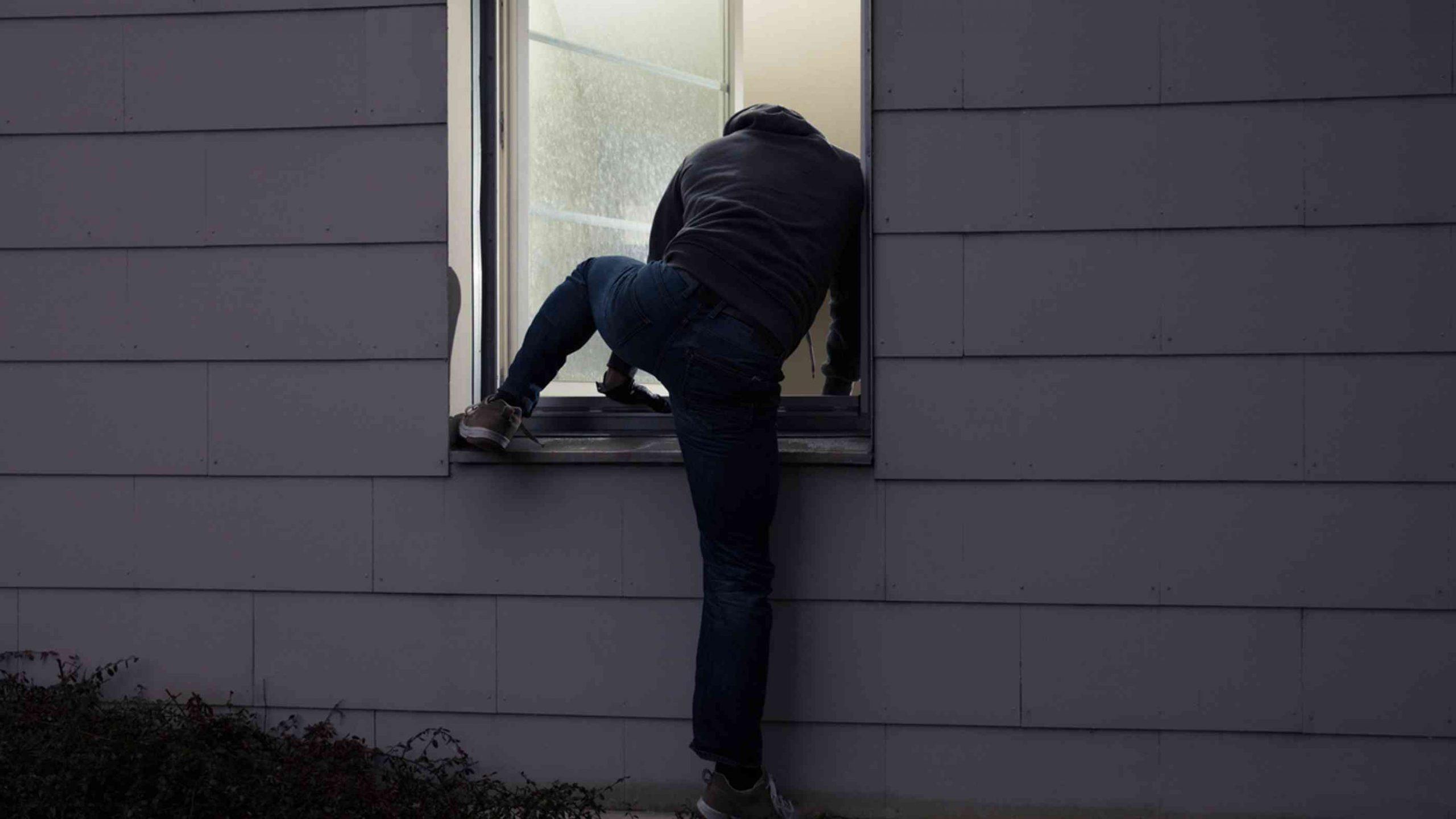 Full Size of Einbruchschutz Fenster Folie Fenstersicherung Wie Maximalen Bieten Einbruchschutzfolie Günstige Alarmanlage Velux Rollo Rolladen Zwangsbelüftung Nachrüsten Fenster Einbruchschutz Fenster Folie