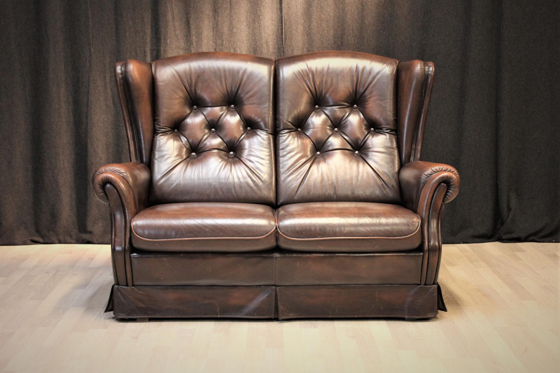 Full Size of Chesterfield Style Sofa Couch Creme 2 Sitzer Mit Schlaffunktion Polster Sofort Lieferbar Dreisitzer Garnitur 3 Teilig Relaxfunktion Büffelleder Ektorp Big Sofa Sofa Englisch