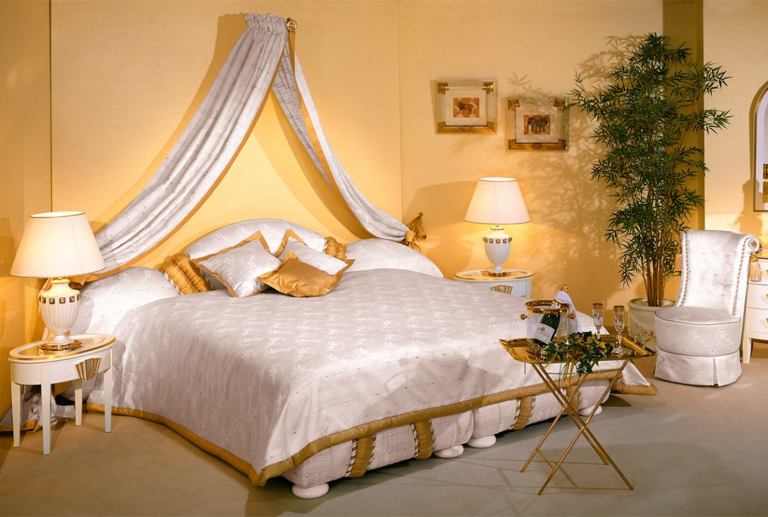 Large Size of Luxus Betten Bett Granat Im Toni Herner Mbellexikon Ruf Fabrikverkauf Bock Wohnwert Massivholz Mannheim Balinesische Sofa Ebay 180x200 Joop Musterring 200x200 Bett Luxus Betten