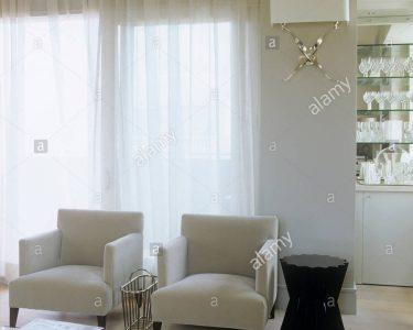 Fenster Gardinen Fenster Fenster Gardinen Zwei Sessel Vor Dem Groen Mit Stockfoto Jalousie Innen Sonnenschutzfolie Sonnenschutz Für Einbauen Velux Ersatzteile Rehau Rollos Polen Alte