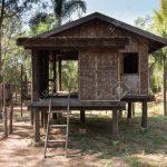 Holzhaus Garten Traditionelle Thai Rustikale Auf Schaukel Schwimmingpool Für Leuchtkugel Vertikal Spielhäuser Feuerstelle Relaxsessel Und Landschaftsbau Garten Holzhaus Garten