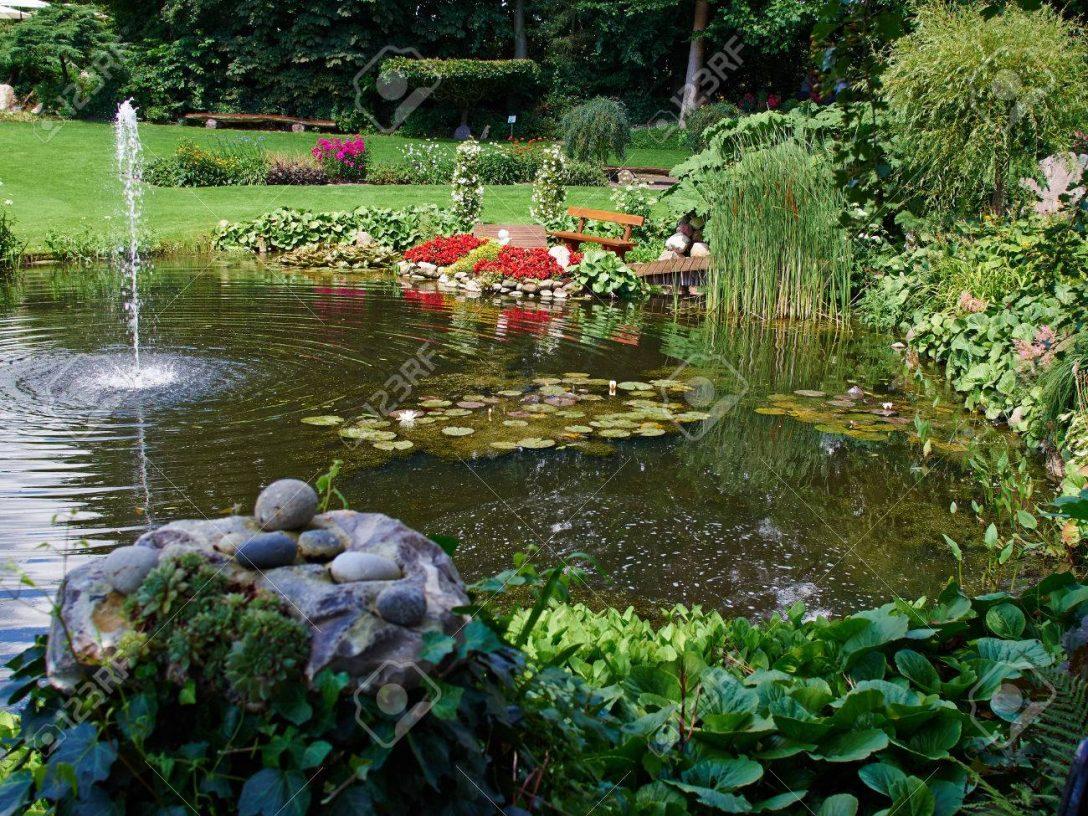 Large Size of Wasserbrunnen Garten Bohren Stein Brunnen Solar Kaufen Bauhaus Antik Solarbetrieben Gartenbrunnen Steine Obi Kugel Selber Bauen Amazon Pumpe Rund Garten Wasserbrunnen Garten
