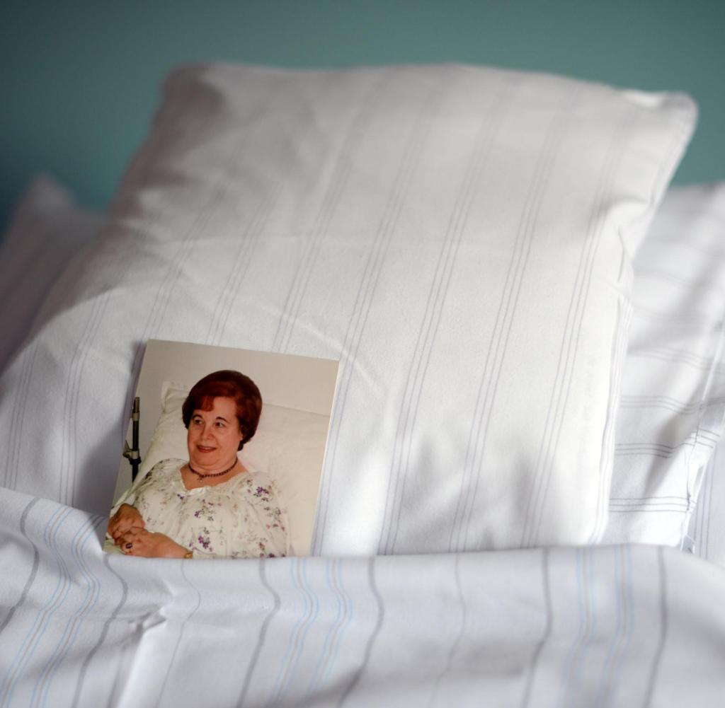 Full Size of Krankenhaus Bett Schicksal Wie Es Ist Stauraum Bette Starlet Ruf Betten Preise 200x220 Amerikanische 120x200 Mit Matratze Und Lattenrost Ausklappbar De Weiß Bett Krankenhaus Bett