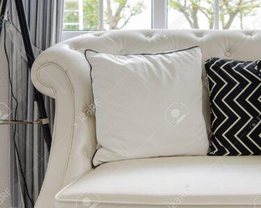 Luxus Sofa Sofa Luxus Sofa Weien Im Wohnzimmer Mit Kissen Zu Hause Lizenzfreie 3 2 1 Sitzer Terassen Chippendale Verkaufen Rahaus Esszimmer Braun Chesterfield Gebraucht