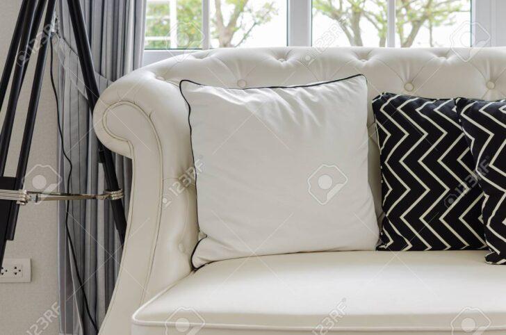Medium Size of Luxus Sofa Weien Im Wohnzimmer Mit Kissen Zu Hause Lizenzfreie 3 2 1 Sitzer Terassen Chippendale Verkaufen Rahaus Esszimmer Braun Chesterfield Gebraucht Sofa Luxus Sofa