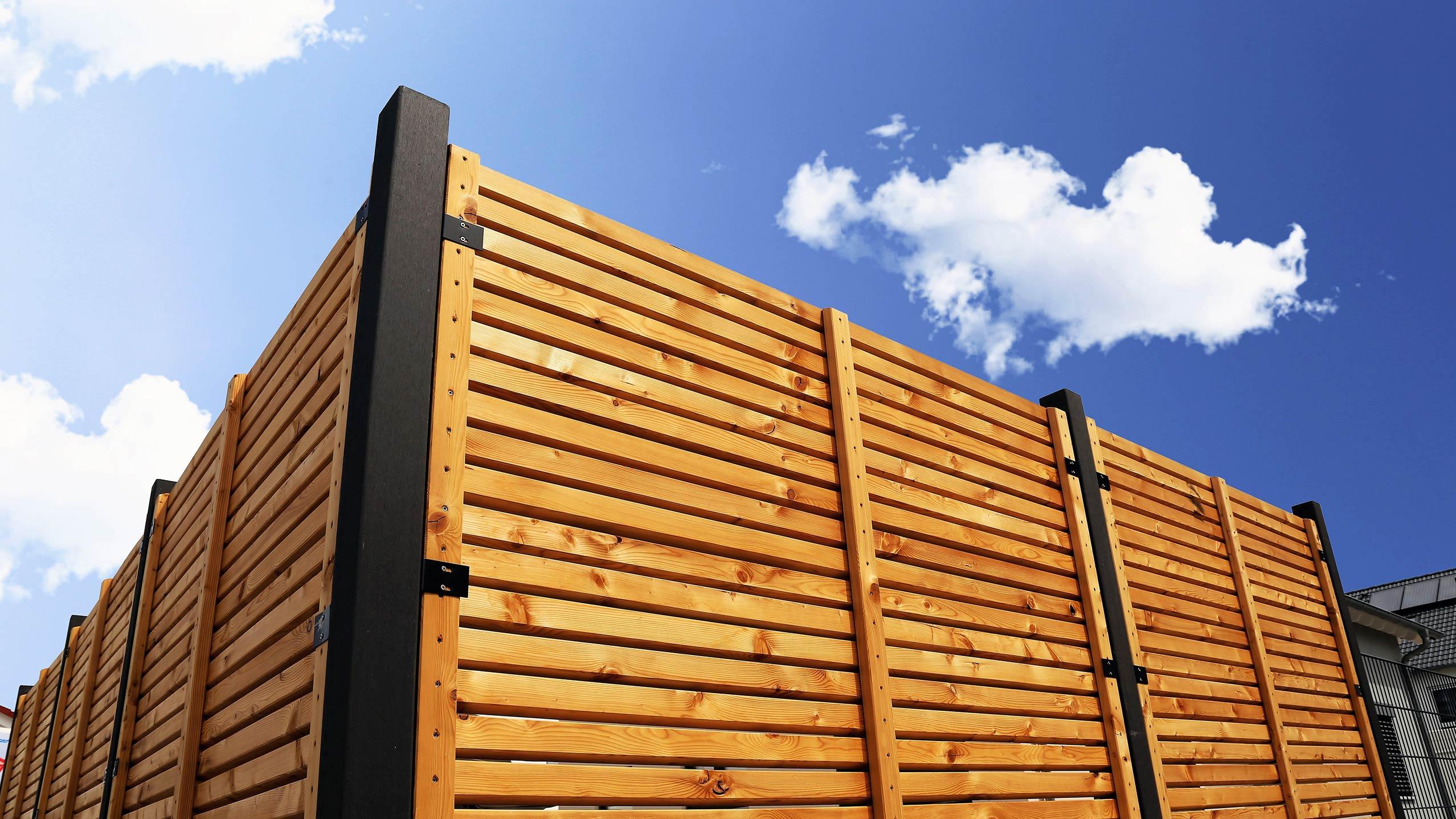 Full Size of Sichtschutzzune Holz Pirner Gmbh Pommelsbrunn Spielgeräte Garten Beistelltisch Relaxsessel Lounge Möbel Sauna Sonnensegel Massivholz Betten Regale Und Garten Sichtschutz Garten Holz