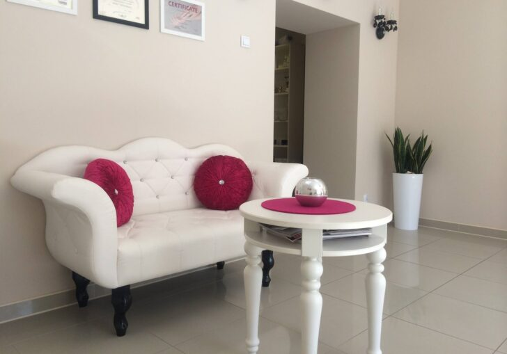 Medium Size of Sofa Antik Chesterfield Gebraucht Couch Kaufen Schweiz Sofas Bali Antiklederoptik 2 Sitzer Antiksofa Polstersofa Azurro Wei Rot Vitra Verkaufen 5 Mit Sofa Sofa Antik