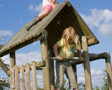 Klettergerüst Garten Garten Klettergerüst Garten Spielen Am Spielgert Klettergerst Im Kind Auf Dach Loungemöbel Holz Relaxsessel Servierwagen Fussballtor Spaten Tisch Spielhaus Holzhaus