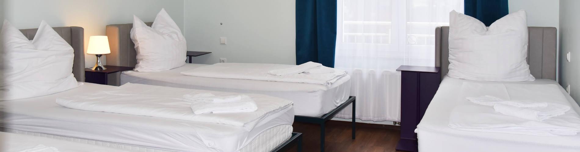 Full Size of Günstiges Bett Gnstiges Hotel Mnchen Classic Dreibettzimmer Paidi 160x200 Mit Lattenrost Und Matratze Modernes 180x200 Kiefer 90x200 Wildeiche Flexa Betten Bett Günstiges Bett