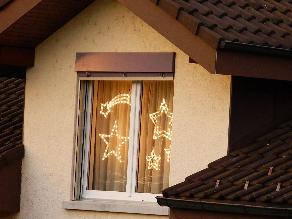 Full Size of Weihnachtsbeleuchtung Fenster Fensterbank Innen Befestigen Led Silhouette Stern 23122012 243 Kb Aco Jalousie Dreifachverglasung Fliegengitter Maßanfertigung Fenster Weihnachtsbeleuchtung Fenster