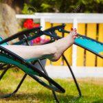 Garten Liegestuhl Obi Alu Lafuma Klappbar Bauhaus Holz Ikea Lidl Metall Weibliche Nackte Fe Frau Entspannt Auf Sonnenbank Eckbank Sichtschutz Spaten Im Garten Garten Liegestuhl