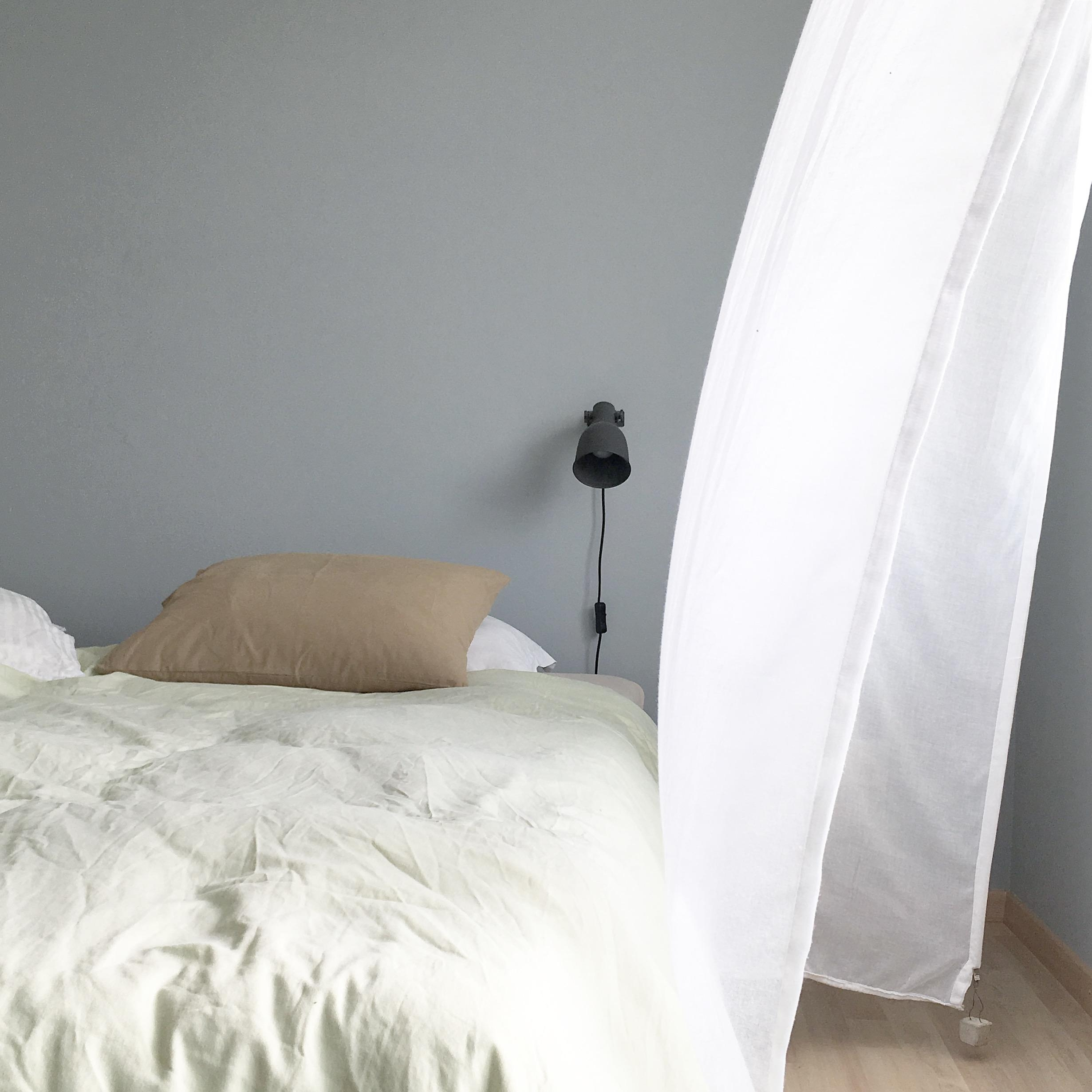Full Size of Graues Bett Farben Im Schlafzimmer Inspiration Bei Couch Luxus Betten Günstige 140x200 Jabo Mit Gepolstertem Kopfteil Stauraum 160x200 Schöne Paidi Massiv Bett Graues Bett