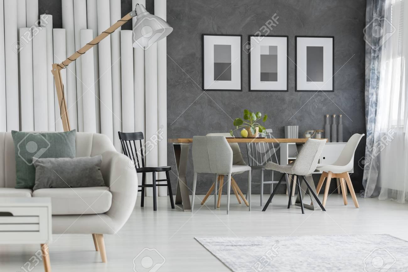 Full Size of Esszimmer Sofa Ikea Landhausstil 3 Sitzer Grau Sofabank Couch Vintage Beige Mit Kissen Und Im Plakaten Xxl Günstig 2 Schlaffunktion Kleines Wohnzimmer Sofa Esszimmer Sofa
