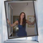 Das Teleskopierbare Insektenschutz Fenster Von Schellenberg Fliegengitter Rollos Online Konfigurieren Sonnenschutz Außen Sichtschutzfolien Für Gitter Fenster Insektenschutz Fenster Ohne Bohren