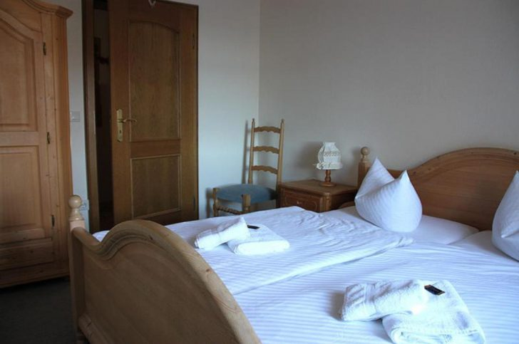 Medium Size of Bett Hotel Ferienanlage Zum Polderhof 4 6 P Mit Schubladen 180x200 Matratze Und Lattenrost Ausziehen Betten Ohne Kopfteil Rückwand Modernes Schwarzes Bett Bett 1.40