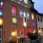 Weihnachtsbeleuchtung Fenster Kabellos Innen Bunt Led Silhouette Fensterbank Amazon Mit Kabel Ohne Batteriebetrieben Figuren Batterie Stern Pyramide Bunte Fenster Weihnachtsbeleuchtung Fenster