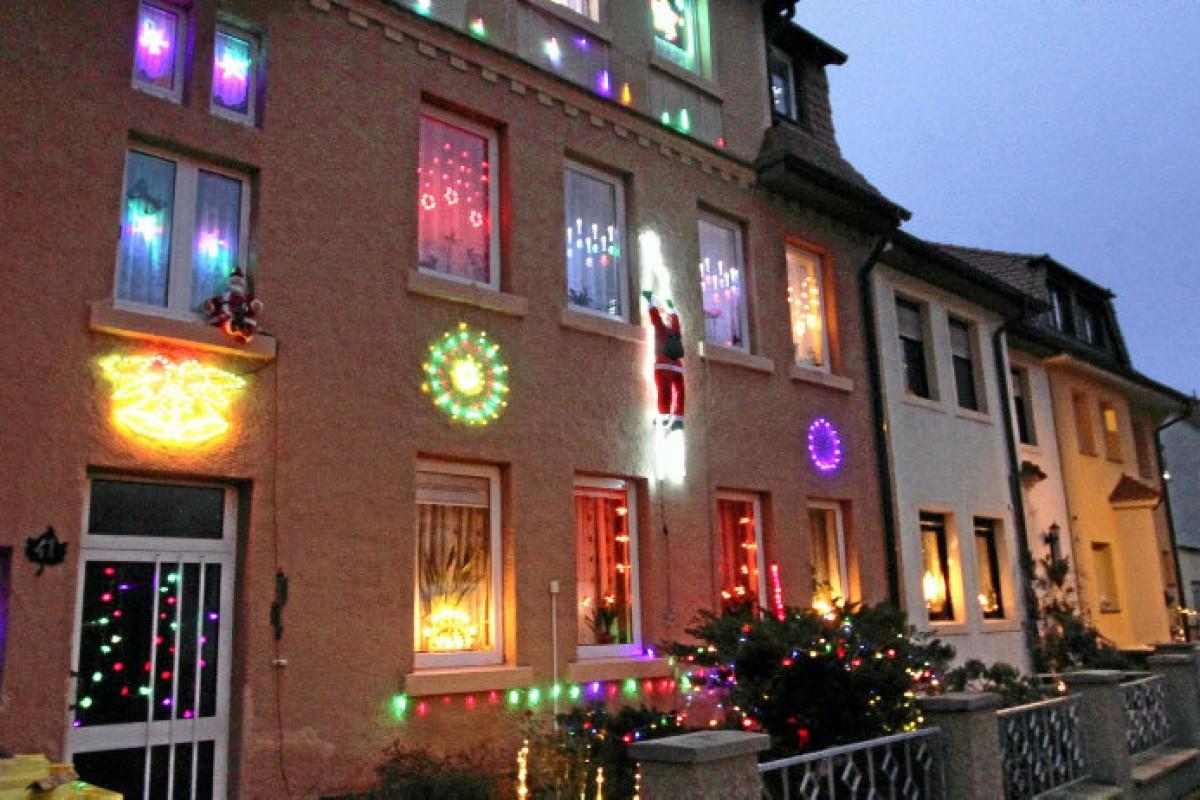 Full Size of Weihnachtsbeleuchtung Fenster Kabellos Innen Bunt Led Silhouette Fensterbank Amazon Mit Kabel Ohne Batteriebetrieben Figuren Batterie Stern Pyramide Bunte Fenster Weihnachtsbeleuchtung Fenster