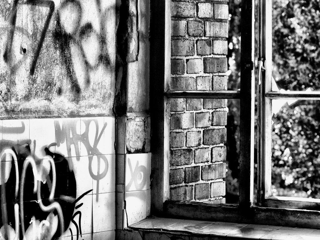 Large Size of Fenster Hannover Blick Aus Dem Foto Bild Fotokunst Sicherheitsbeschläge Nachrüsten Köln Einbruchschutz Kunststoff Mit Eingebauten Rolladen Holz Alu Veka Fenster Fenster Hannover