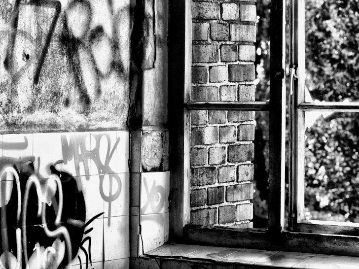 Medium Size of Fenster Hannover Blick Aus Dem Foto Bild Fotokunst Sicherheitsbeschläge Nachrüsten Köln Einbruchschutz Kunststoff Mit Eingebauten Rolladen Holz Alu Veka Fenster Fenster Hannover
