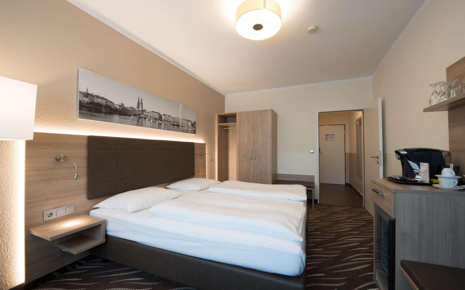 Full Size of Großes Bett Doppelzimmer Superior Hotel Stadtpark Residenz Heikotel Kopfteil 140 Mit Matratze Box Spring 90x200 Weiß Massivholz Betten Tojo 200x220 180x200 Bett Großes Bett