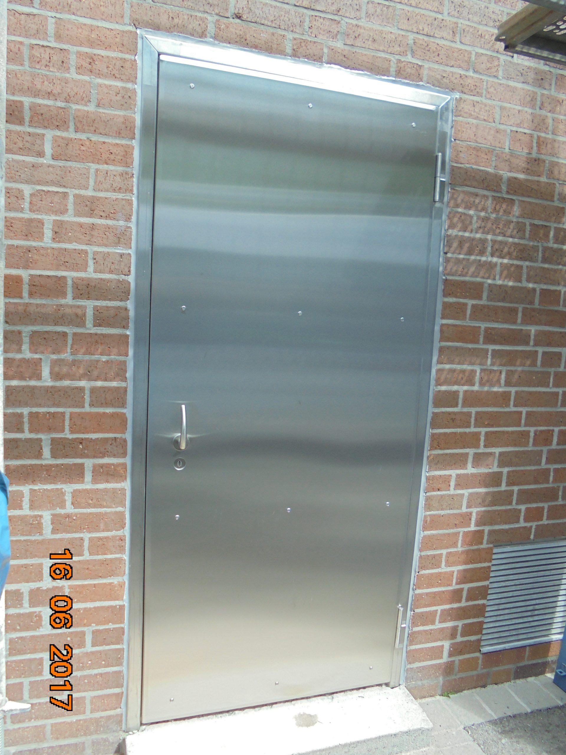 Full Size of Rc3 Tre Mit Blechaufdoppelung Elementbau Glogger Fenster Tauschen Klebefolie Für Bauhaus Velux Einbauen Köln Meeth Erneuern Kosten Dampfreiniger Fenster Rc3 Fenster