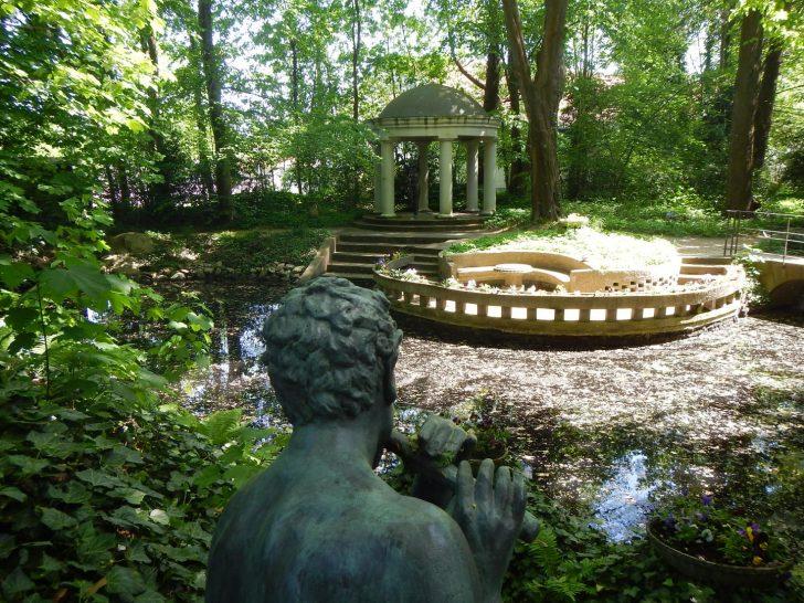 Medium Size of Garten Skulpturen Gartenskulpturen Buddha Stein Steinguss Skulptur Beton Aus Modern Metall Trennwände Und Landschaftsbau Berlin Schaukelstuhl Versicherung Garten Garten Skulpturen