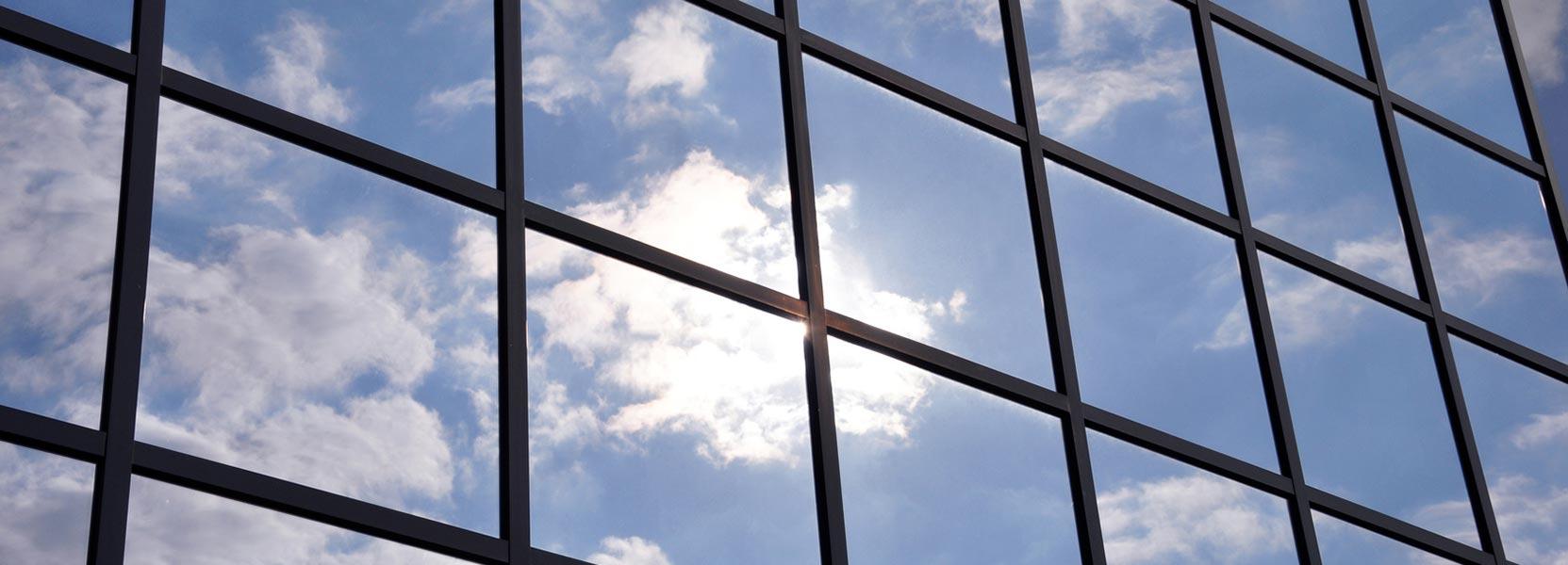 Full Size of Sonnenschutzfolie Fenster Innen Selbsthaftend Anbringen Montage Entfernen Baumarkt Hitzeschutzfolie Doppelverglasung Test Oder Aussen Obi Sicht Und Fenster Sonnenschutzfolie Fenster Innen
