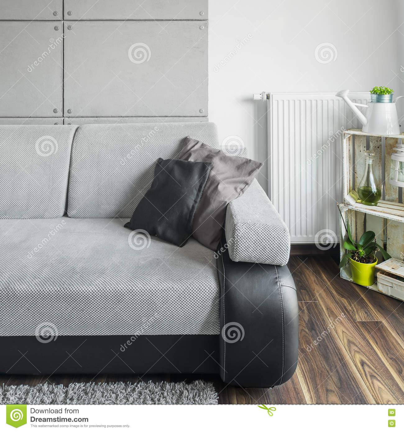 Full Size of Graues Sofa Im Wohnzimmer Stockbild Bild Von Innen Lounge Garten Auf Raten Garnitur 2 Teilig 3 Sitzer Regal Hannover Boxspring Terassen Mit Relaxfunktion W Sofa Graues Sofa