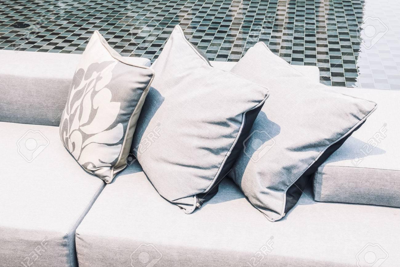 Full Size of Sofa Med Former Leather Couch Rund Klein Form Rundy Bed Schne Luxus Kissen Auf Und Sessel Ottomane Hersteller Big Mit Hocker Bezug Stoff Raten Esszimmer Gelb Sofa Sofa Rund