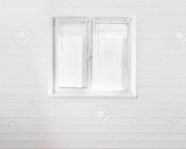 Landhaus Fenster Fenster Weie Wand Mit Fenster Im Landhaus Lizenzfreie Fotos Online Konfigurieren Verdunkelung Rollos Velux Ersatzteile Marken Erneuern Kosten Günstig Kaufen Welten
