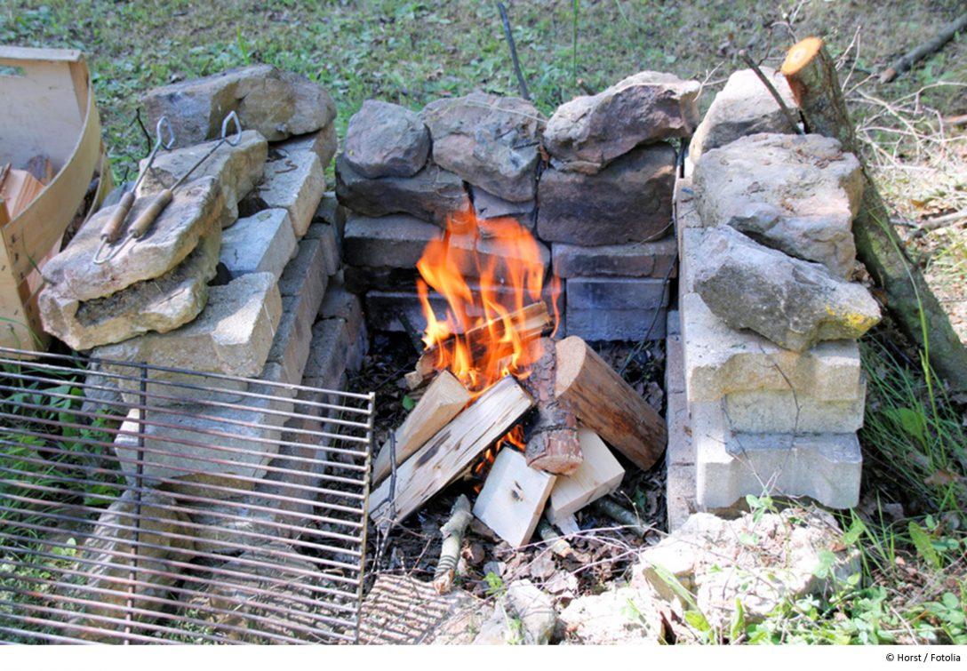 Large Size of Feuerstelle Im Garten Einen Grillplatz Selber Bauen Wohnzimmer Teppich Bad Dürrheim Hotel Badezimmer Einrichten Dürkheim Wellness Neues Bett Schrank Garten Feuerstelle Im Garten