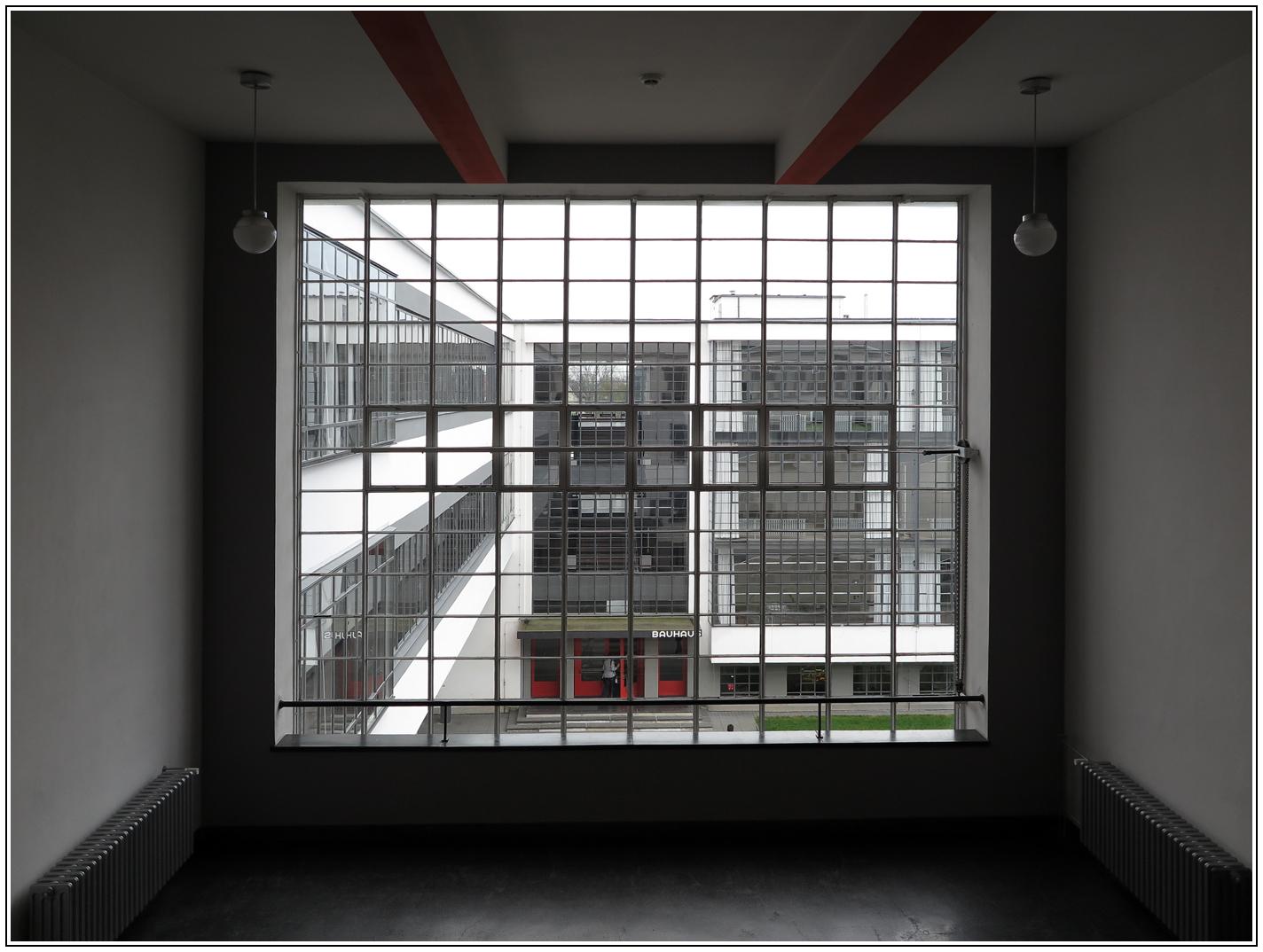 Full Size of Bauhaus Fenster Dessau Foto Bild Deutschland Ebay Dreh Kipp Insektenschutz Ohne Bohren Kunststoff Stores Austauschen Kosten Gardinen Neue Einbauen Velux Preise Fenster Bauhaus Fenster