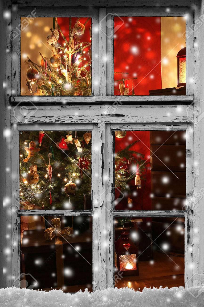 Full Size of Weihnachtsbeleuchtung Fenster Durch Eine Holzhtte Gesehen Roro Einbruchschutz Nachrüsten Konfigurator Sicherheitsfolie Maße Veka Preise Preisvergleich Fenster Weihnachtsbeleuchtung Fenster