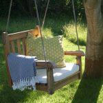 Schaukel Für Garten Garten Ein Schaukel Stuhl Im Garten Frau Meise Lounge Sessel Sichtschutz Kugelleuchten Folien Für Fenster Möbel überdachung Trennwände Sofa Pool Bauen