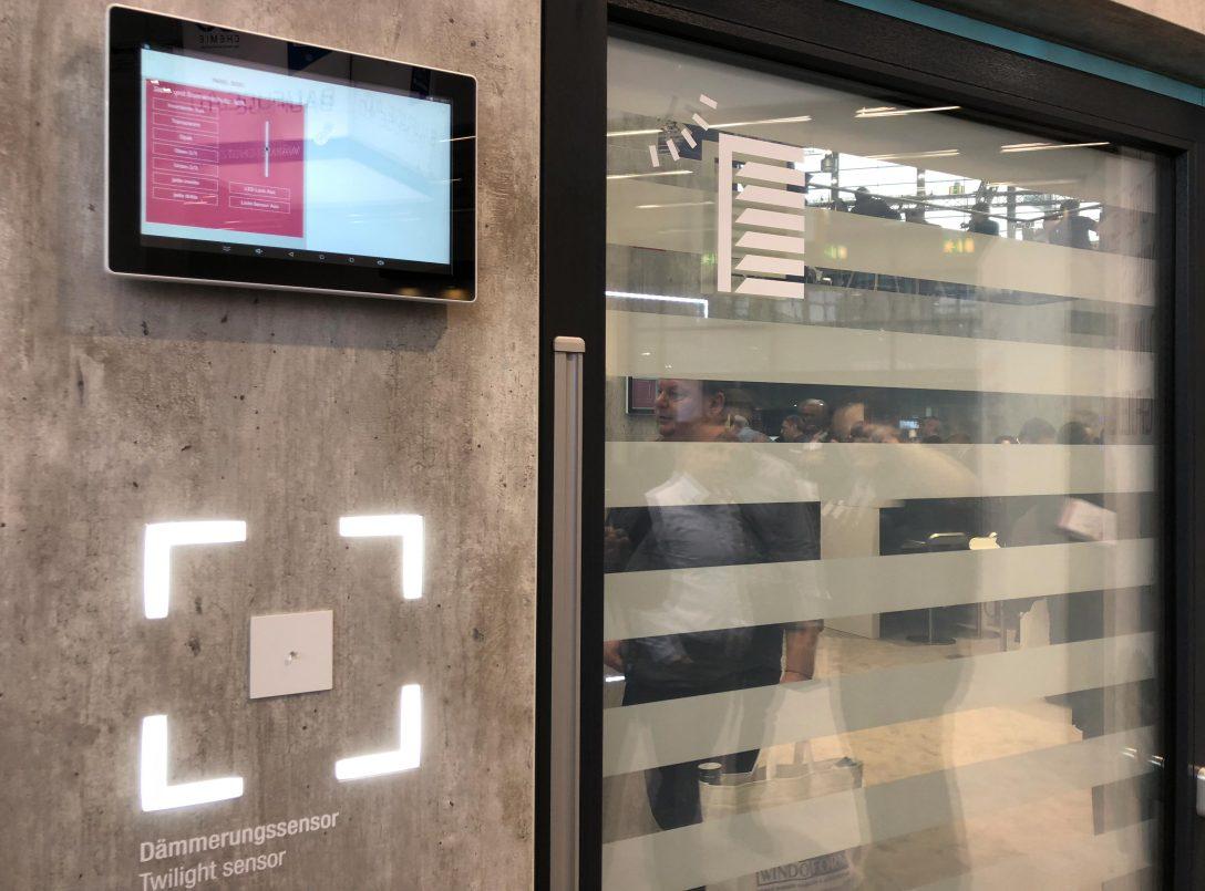 Large Size of Rehau Fenster Reparieren Aus Polen Erfahrungen Synego Ad Forum Test Kaufen Testbericht Geneo Visionen Mit Digitalem Raffstore Und Fenstergroem Touchscreen Aron Fenster Rehau Fenster